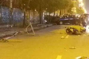 Hà Nội: Cột sắt bất ngờ rơi trúng người đi đường, một phụ nữ tử vong
