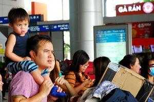 Hành khách bắt đầu ngóng vé máy bay Tết