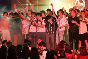 Sinh viên Đại Nam 'quẩy' hết mình trong bữa tiệc âm nhạc cùng ca sĩ Min