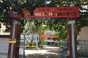 Trường phổ thông Tô Hiệu cắt đất làm bãi gửi xe kiếm tiền từ học sinh