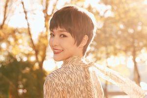 Vừa rộ tin chuẩn bị kết hôn, Đường Yên đã xuất hiện gây shock với tóc tém ngắn