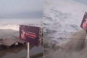 Hình ảnh mới nhất vụ sóng thần kinh hoàng ập vào thành phố Indonesia