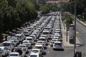 Hàng nghìn lái xe Uber, Cabify biểu tình phản đối quy định mới ở Tây Ban Nha