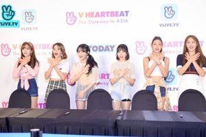 AOA xuất hiện tựa 'những nữ thần mùa xuân', ôm chầm lấy fan Việt tại buổi fansign!
