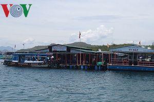 Bè nổi trên vịnh Nha Trang hoạt động trái phép đến bao giờ?