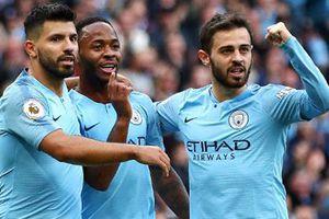 Man City lên ngôi đầu bảng, Oezil giúp Arsenal thắng Watford 2-0