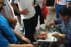 Từ 20/10, bán thức ăn bằng tay trần bị phạt 1 triệu