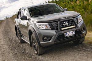 Bộ đôi Nissan Navara đặc biệt giá từ 700 triệu đồng