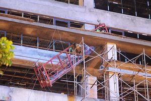 Sàn treo công trình xây dựng phải được kiểm định trước khi vận hành