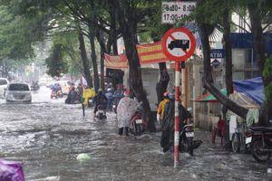 Không khí lạnh tràn về, các tỉnh miền Trung đồng loạt mưa lớn