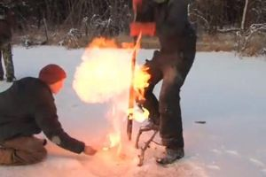 Clip: Hồ băng kỳ lạ bốc cháy mỗi khi châm lửa