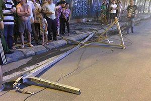 Hiểm họa thanh sắt rơi trên đường Lê Văn Lương đã được báo trước, vì sao không ngăn chặn?