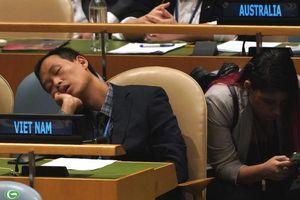 Tấm ảnh 'ngủ gật tại Liên hợp quốc' đã được cắt cúp?