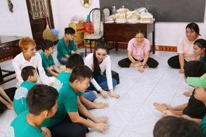 Hoa hậu Đông Nam Á Hồng Tươi: 'Cho đi là hạnh phúc'