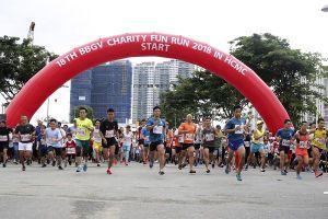 Hàng ngàn người chạy bộ gây quỹ từ thiện