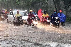 Mưa lớn gây ngập nặng nhiều tuyến phố TP Hồ Chí Minh