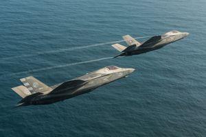 F-35 lần đầu hạ cánh trên tàu sân bay đắt nhất của Anh