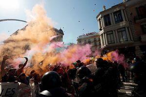 Barcelona bạo loạn vì đụng độ giữa các bên trong vấn đề ly khai của Catalonia