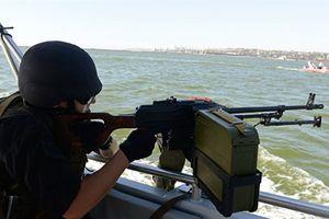 Kiev táo bạo hơn sau khi kéo chiến hạm qua cầu Crimea