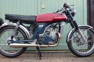 'Choáng' Honda 67 mượn động cơ Kawasaki 250cc