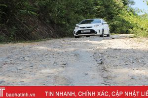 Chằng chịt ổ voi, ổ gà trên huyện lộ 6 Hương Khê