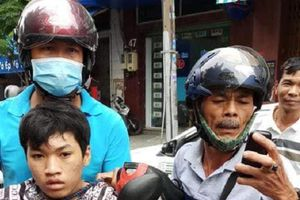 Truy đuổi tóm gọn các đối tượng giật balo của người đi đường giữa Sài Gòn
