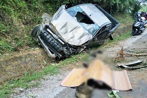 Xe bán tải leo lên sườn núi, 1 người chết, 1 người trọng thương