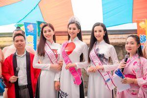 Hoa hậu Trần Tiểu Vy đẹp rạng ngời với áo dài họa tiết Nhật Bản