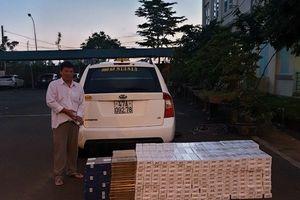 Kiểm tra xe ô tô không bật đèn trong đêm, CSGT phát hiện hàng nghìn gói thuốc lá lậu