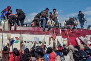 Indonesia chật vật vì thiếu nhiên liệu, hôi của sau động đất