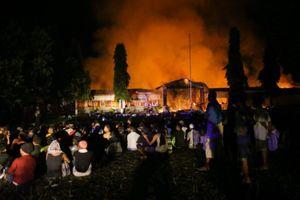 1.200 tù nhân Indonesia phóng hỏa, vượt ngục sau sóng thần
