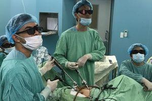 Nữ bệnh nhân lớn tuổi được mổ nội soi 3D treo tử cung
