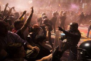 Người biểu tình tại Catalonia chặn đường, chiếm đường sắt