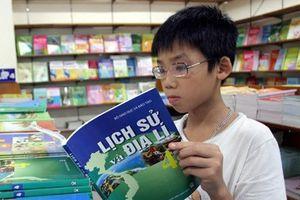 Thủ tướng yêu cầu khắc phục tình trạng lãng phí sách giáo khoa
