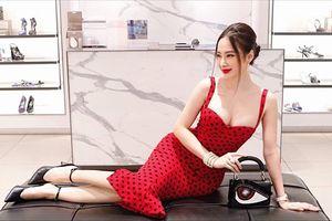 Angela Phương Trinh gợi cảm với váy hai dây xẻ sâu
