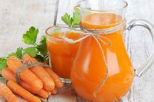 Vì sao nên uống nước ép cà rốt thường xuyên?