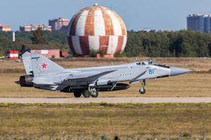Máy bay đánh chặn Mig-31D được trang bị tên lửa chống vệ tinh