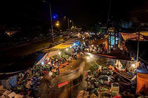 Vụ bảo kê tại chợ Long Biên: Tạm dừng hoạt động của 2 đội bốc xếp