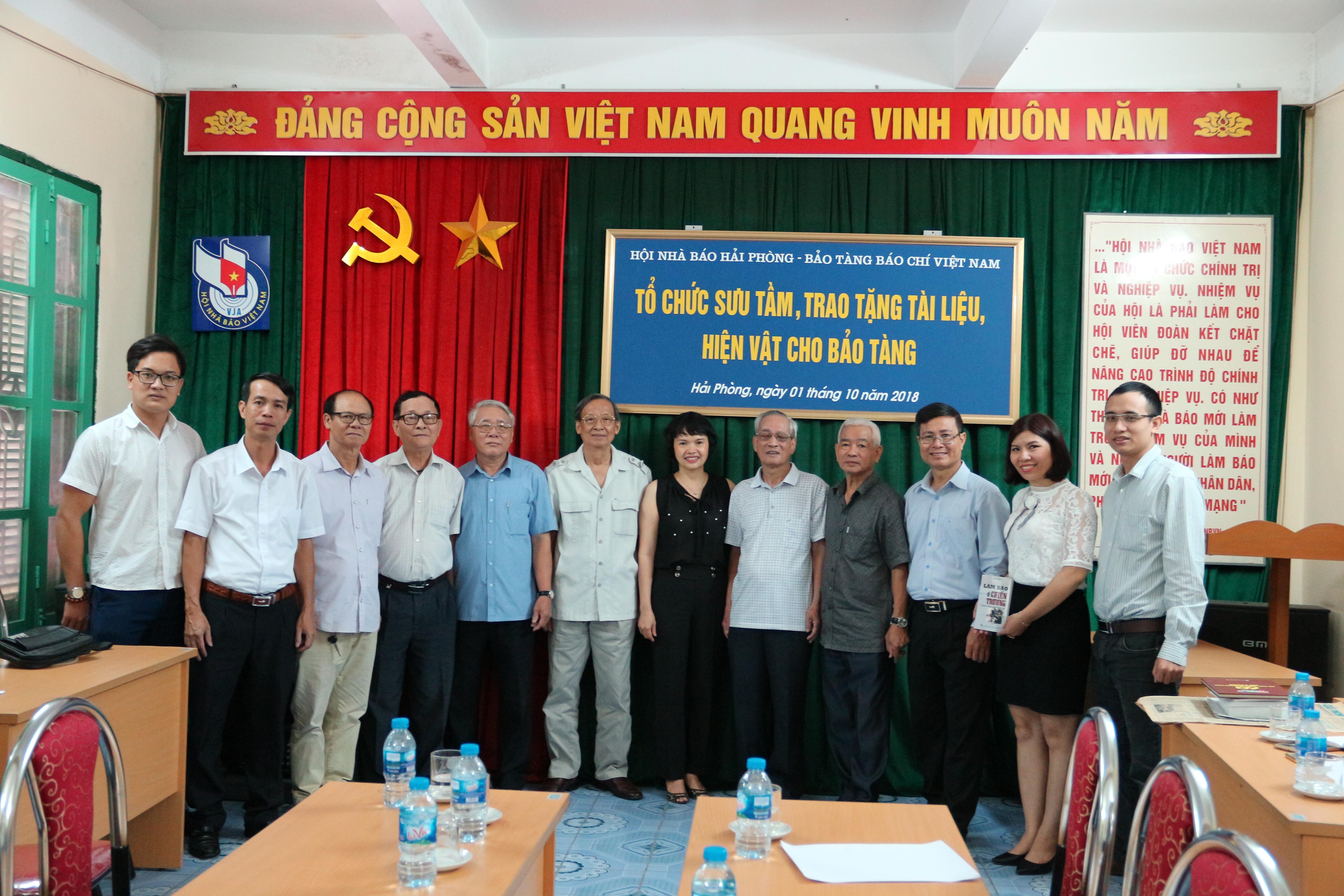 Bảo tàng Báo chí Việt Nam đón nhận tài liệu, hiện vật báo chí tại Hải Phòng