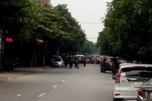 Vây bắt nghi phạm ôm lựu đạn cố thủ trong nhà ở Nghệ An