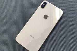 iPhone XS Max chạm sàn, khách Việt vẫn thích một SIM
