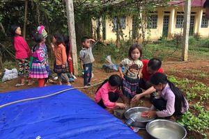 Lào Cai: Trường học trữ nước bằng thùng rác, hứng nước từ sương mù