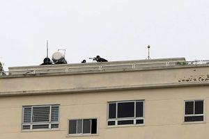 Nghệ An: Công an bao vây căn nhà có người đàn ông cầm 'hàng nóng' cố thủ