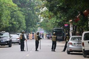 Nghệ An: Vây bắt đối tượng mang 'hàng nóng' cố thủ trong nhà