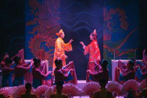 Rồng phượng 'khoe sắc' trên sân khấu chèo