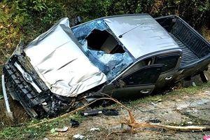 Hà Tĩnh: Xe bán tải đâm vào vách núi, 2 người thương vong