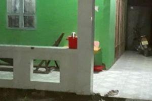 Hàng xóm chạy đến vô cớ chửi bới dùng kéo đâm chết chủ nhà trong cuộc nhậu