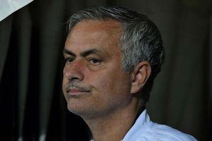 SỐC: 12 cầu thủ M.U gây áp lực hòng 'tống cổ' Mourinho