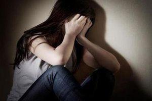 Bắt đối tượng hiếp dâm bé gái vé số trong nhà tắm