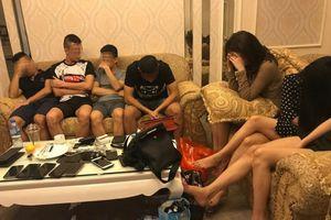 Nghệ An: Bắt giữ nhóm nam nữ đang 'bay lắc' trong khách sạn